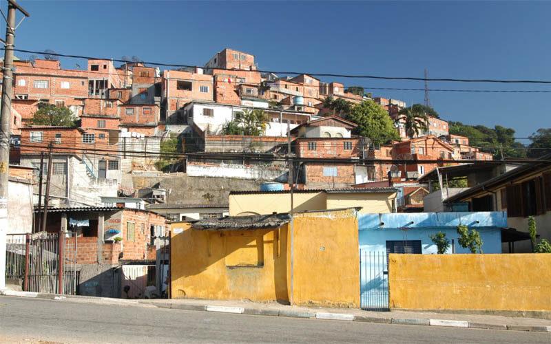Favela Peinha 2015