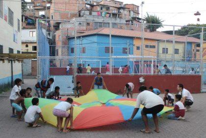 Streetworkerprogramm in der Favela Monte Azul
